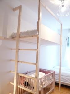Hochbett - Leiter und Raumteiler